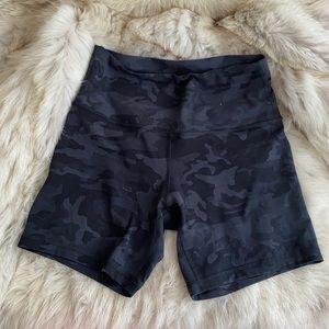 Lululemon Align Biker Camo Shorts Size 8 6 inch